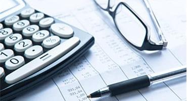 calculator-pen-and-glasses
